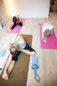 Cours de Yoga au studio TriniYoga Paris - Janu Sirasana