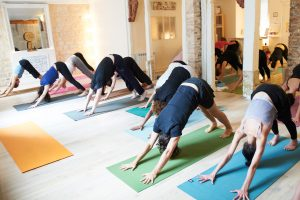 Cours de Yoga au studio TriniYoga Paris - Surya Namaskara