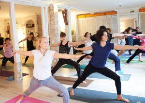 Cours de Yoga au studio TriniYoga Paris - Virabhadraasana