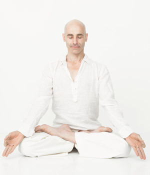 Franco Senica, professeur Ashtanga Vinyasa Yoga au studio TriniYoga Paris