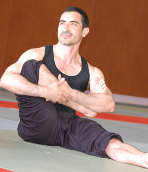 Laurent Senesi, professeur Ashtanga Vinyasa Yoga au studio TriniYoga Paris